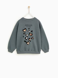 About Love Grey Sweatshirt DAPThis sweatshirt is Made To Order, we print the sweatshirt one by one so we can control the quality. Zara Kids, Fashion Kids, Girl Fashion, Kids Brand, Junior Girls Clothing, Animal Print Outfits, Animal Print Tees, Kids Outfits, Casual Outfits
