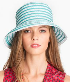 charming straw hat  http://rstyle.me/n/jhzudpdpe