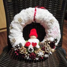 Manós karácsonyi kopogtató Burlap Wreath, Christmas Wreaths, Holiday Decor, Felt Wreath, Burlap Garland