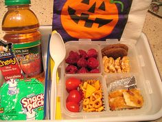 tons of real kid lunch photos Eat Lunch, Lunch Snacks, Lunch Recipes, Baby Food Recipes, Healthy Recipes, Lunch Meals, Lunch Box, Kids Lunch For School, School Lunches