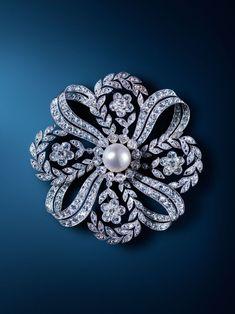 Edwardian diamond and pearl brooch