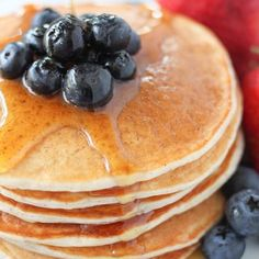 Skinny pancakes: 2 over-ripe bananas, mashed 2 egg whites 1 cup of fat-free plain greek yogurt cup of fat-free milk Coupons 1 teaspoon of pure vanilla extract 1 cup of all-purpose flour 2 teaspoons of baking powder teaspoon of cinnamon Pancakes Weight Watchers, Points Weight Watchers, Weight Watchers Breakfast, Weight Watchers Meals, Pancake Recipe With Yogurt, Greek Yogurt Pancakes, Pancake Recipes, Banana Recipes, Ww Recipes