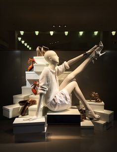 For this week's SWS, I bring you the Hermès flagship on Madison Ave. The high-end French brand created five different displays to decorate t. Visual Merchandising, Shoe Display, Visual Display, Retail Windows, Store Windows, Marketing Visual, Fashion Retail Interior, Store Window Displays, Display Window