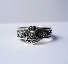 Eheringe oder Einzelring mit Thorshammer und wählbaren Runen, 925er Silber, auch mit Hammer aus Gelbgold zu haben.