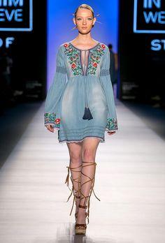 New jewerly boho gypsy inspiration ideas Boho Gypsy, Bohemian Mode, Boho Chic, Hippie Boho, Denim Fashion, Boho Fashion, Fashion Show, Womens Fashion, Dress Fashion