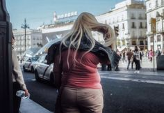Street photography. Fotografia callejera. Madrid. Street backs. Espaldas. Puerta del Sol #bambibacks