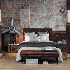 Camera da letto con arredo stile industriale.