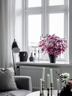 Pufik Beautiful Interiors Online Magazine Page - Gothenburg Apartment With White Interiors And Warm Accents Homes D Bc D B D D B D F October The Interiors Of This Bright Apartment In Gothenburg Are Both Simple And Intere Living Room Colors, Living Room Sets, Rugs In Living Room, Dark Interiors, Beautiful Interiors, Room Inspiration, Interior Inspiration, Window Sill Decor, Room Window