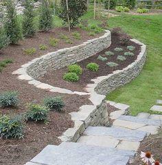 Двухъярусная подпорная стенка  #Сад #огород #дача #Идеидлясада #ландшафт…