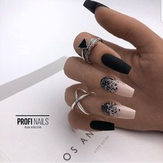 The advantage of the gel is that it allows you to enjoy your French manicure for a long time. There are four different ways to make a French manicure on gel nails. Black Acrylic Nails, Stiletto Nail Art, Best Acrylic Nails, Acrylic Nail Designs, Nail Art Designs, Black And Nude Nails, Black Ombre Nails, Cute Black Nails, Black Nail Art