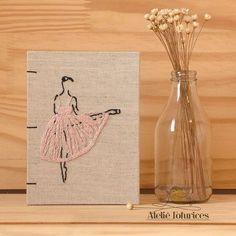Para namorada bailarina, delicadeza. Livro para anotações com capa bordada…