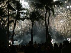 Jeden Freitag gibt es ein Feuerwerk vom Hilton Hawaiian Village. Am besten früh genug am Strand sein, um den Sonnenuntergang zu geniessen und anschliessend das Feuerwerk bestaunen.