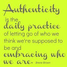 Autenticidade é a prática diária de deixar de ser quem devemos ser e abraçar quem somos.