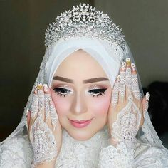 Flawless makeup for akad nikah Makeup Vizzily Vizzya Henna by - Why Gown Muslimah Wedding Dress, Muslim Wedding Dresses, Muslim Brides, Wedding Henna, Wedding Bride, Wedding Hijab Styles, Bridal Hijab, Muslim Beauty, Akad Nikah