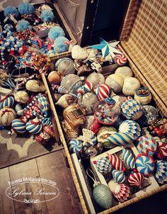 Choinka, choinka Christmas Balls, Winter Christmas, Christmas Ornaments, Holiday, Dark Circus, White Ornaments, Glitter Houses, Vintage Circus, Decoupage
