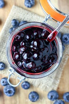 Easy Blueberry Sauce Recipe: This quick and simple blueberry sauce is the perfect accompaniment to ice cream, cheesecake, pancakes, waffles and so much more. Blueberry Topping, Blueberry Compote, Blueberry Sauce, Blueberry Recipes, Cheesecake Toppings, Cheesecake Desserts, No Bake Desserts, Cheesecake Pancakes, Dessert Recipes