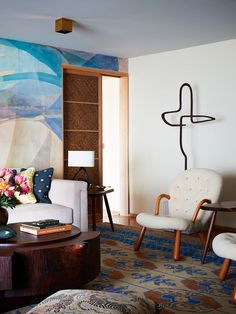 Commune Design | Santa Monica Apartment Santa Monica Apartment, Apartment Renovation, Wood Interiors, Le Corbusier, House Tours, Mid-century Modern, Living Spaces, Floor Plans, Flooring