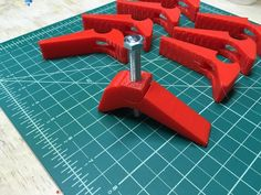A modified version of the clamp assembly by CaliRaisin to hold down parts on your CNC machine's waste board. The original submission by CaliRaisi 3d Printer Designs, 3d Printer Projects, Cnc Projects, Atelier Creation, Cnc Cutting Design, 3d Printing Diy, 3d Printed Objects, Cnc Woodworking, Diy Cnc