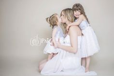 Studio Maternity photos, Maternity photographer, Maternity with little girls, Siblings and Maternity | Paige Laro Photography