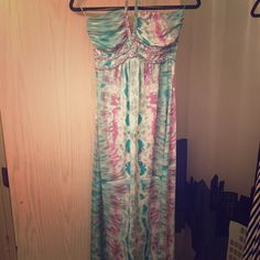 "Maxi dress Brand New halter style long Maxi dress. Never worn 48"" from (top) chest to bottom of dress Dresses Maxi"