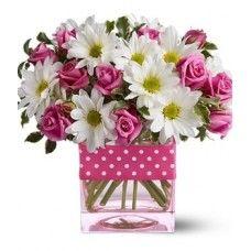 Vaso Poesia composto por rosas cor-de-rosa e margaridas