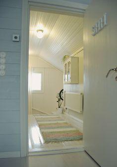 Tarja's Snowland blog / hall / lobby / hall way / renovated  / rintamamiestalo / old house / white / home decor / scandinavian home