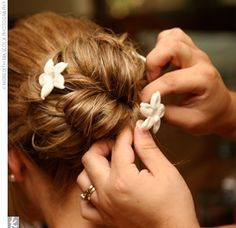 Rachel wore a strapless, diamond white sheath covered in Alencon lace. To complement her low, loose hairstyle, she wore a veil and a fresh stephanotis bloom in her tresses as the finishing touches.