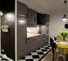 Aranżacje wnętrz - Kuchnia: HOLE to another Universe - Mała otwarta biała kuchnia jednorzędowa w aneksie, styl eklektyczny - SHOKO.design. Przeglądaj, dodawaj i zapisuj najlepsze zdjęcia, pomysły i inspiracje designerskie. W bazie mamy już prawie milion fotografii! Condo Living, Living Room Kitchen, Black And White Interior, Interior Design Companies, Kidsroom, Home Staging, Malaga, Locker Storage, Kitchen Design