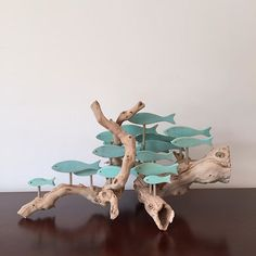 Driftwood art - A school of fish on a very different piece of driftwood driftwoodart gift fishart Beach Crafts, Diy And Crafts, Arts And Crafts, Seashell Crafts, Driftwood Projects, Driftwood Art, Driftwood Beach, Wood Hanger, Fish Art