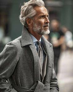 Older Mens Hairstyles, Haircuts For Men, Funky Hairstyles, Formal Hairstyles, Modern Haircuts, Short Haircuts, Der Gentleman, Gentleman Style, Grey Hair Men