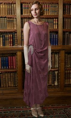 Thanks to the return of our favourite period drama Downton Abbey we've never been more obsessed with vintage fashion, and the long-awaited new. Downton Abbey Costumes, Downton Abbey Fashion, Vintage Dresses, Vintage Outfits, Vintage Fashion, Edith Crawley, 1920s Dress, 1920 Fashion Dress, 1920s Fashion Women