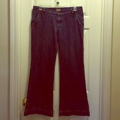 """Old Navy Diva Size 12 Jeans with Braided Pockets Old Navy Diva Size 12 Jeans with Braided Pockets. Lying flat, they measure 18"""" across waist with a 30"""" inseam. EUC. Old Navy Jeans Flare & Wide Leg"""