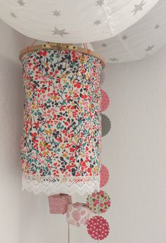 Fabric and embroidery hoop lantern Baby Decor, Kids Decor, Couture Sewing, Liberty Print, Craft Activities For Kids, Girl Room, Diy Art, Decoration, Fun Crafts