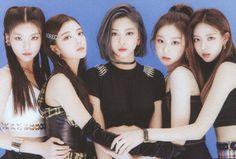 Photo album containing 102 pictures of ITZY Kpop Girl Groups, Korean Girl Groups, Kpop Girls, K Pop, Cool Girl, My Girl, Fandom, Poses, Girl Crushes