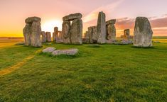 Ancient Origins About years ago, not far from Stonehenge on Salisbury Plain in England, some people built a stone circle smaller. Historical Monuments, Historical Sites, Isla Ellis, Karma Yoga, Tectonique Des Plaques, Lac Titicaca, Mont Fuji, Les Chakras, Travel Tips