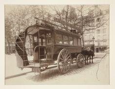 Eugène Atget, Ominibus, Paris, 1910.