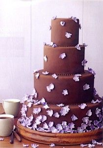 I like the look of the tiny flowers as if they fell onto the cake in that pattern..