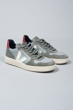 Veja Silver Grey Pierre V 10 B Mesh Trainers: The mission of Danish brand, Veja, is to create a supply chain in the manufacture of their products that respects both humans and the environment. The designers work with all natural materials, including tapping rubber from trees without the use of industrial processes and buying cotton from organic farmers in Brazil to weave canvas for the brand's footwear collections. Sustainability and trading fairly is at the heart of the brand's philosophy.
