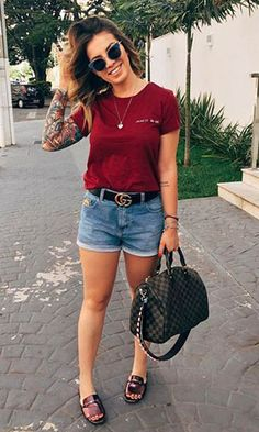 short jeans; t-shirt vermelha e rasteira Looks Com Short Jeans, Look Con Short, Jeans And T Shirt Outfit, Denim Shorts, Casual Shirt, Casual Jeans, Stylish Eve Outfits, Casual Outfits, Mon Jeans