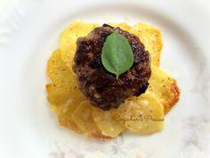 Mini hamburguer e galetes de batata  Receita / Recipe:http://cozinharehpreciso.blogspot.com.br/2014/03/mini-hamburguer-e-galete-de-batata.html