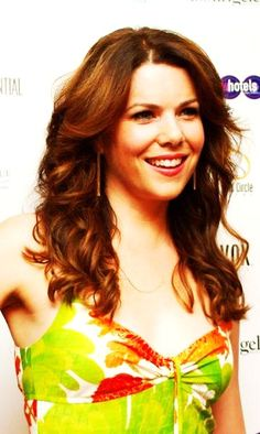 Lauren Graham, definitely one of the prettiest actresses out there