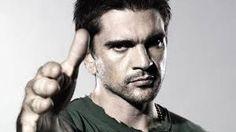 Juanes es un cantante y compositor colombiano nacido en Medellin.  Desde la infancia la música ha sido su principal pasatiempo. A los 15 años comenzó su carrera en una banda de metal, llamada Ekhymosis  Juanes está casado con Karen Martínez, con quien tiene tres hijos llamados Luna, Paloma y Dante. Desde el año 2013 Juanes es vegetariano.