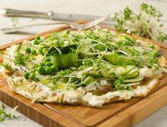 Für die Veggie-Palatschinken-Pizza zuerst den Palatschinkenteig vorbereiten.Dafür alle Zutaten gut miteinander verrühren. Die Palatschinken ca.