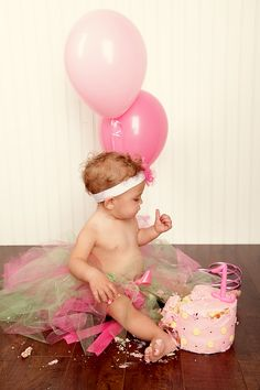 cute ideas for a 1 year old's photo shoot  I so wanna do this! Who has a kid I can borrow?