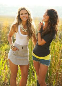 Grey and white outfit on the left. I would definitely wear this outfit out with friends in spring or summer. Girl Outfits, Summer Outfits, Cute Outfits, Fashion Outfits, Passion For Fashion, Love Fashion, Fashion Beauty, Mode Style, Style Me