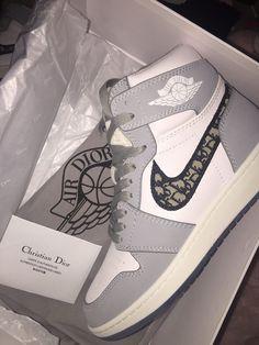 @naturallystallion on instagram Dr Shoes, Cute Nike Shoes, Swag Shoes, Cute Nikes, Cute Sneakers, Nike Air Shoes, Hype Shoes, Air Jordan Sneakers, Nike Air Jordans