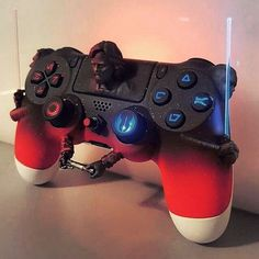 photos regarding PlayStation including gamer shots as well as to see where VR is going, is VR right here to stay as a video gaming console or is it industrial. Cool Ps4 Controllers, Game Controller, Ps4 Controller Custom, Playstation Games, Ps4 Games, Games Consoles, Control Ps4, Ps Wallpaper, Mundo Dos Games