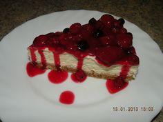 Sušenky rozdrtíme, rukou propracujeme s máslem a rumem. Namačkáme do kulaté pečícím papírem vyložené dortové formy 22cm.  Šlehačku lehce... Cheesecake, Tiramisu, Rum, Cupcakes, Cooking, Ethnic Recipes, Cheesecakes, Cupcake, Kochen