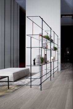 """Drizzle / Shelving system with champagne or black anodised aluminium structure. Set of vertical lacquered supports in the colours grey, mustard, red or pink, on request (see fixed versions). 10mm extralight tempered glass shelves. Available also smoked """"grigio Italia"""" glass."""