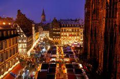 ESTRASBURGO Entre los mercados de Alsacia más hermosos está el de Estrasburgo, el más antiguo de toda Francia, que data de 1570 y que recientemente ha sido elegido el 'Mejor Mercado de Navidad de Europa en 2014'.
